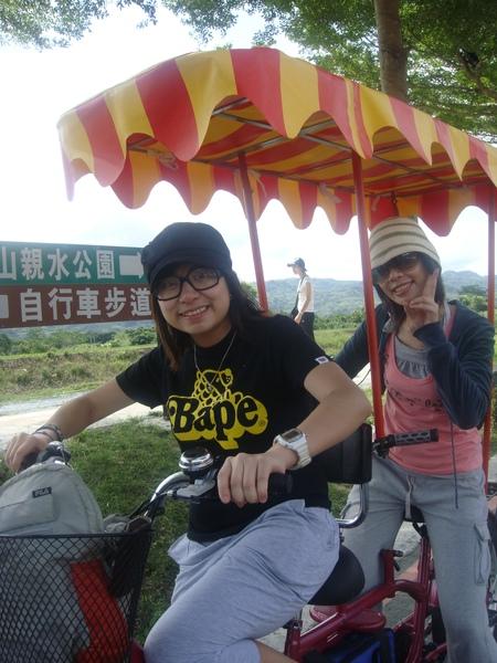 我不會騎摩托車..所以F.G在前..我不是故意虐待她的.jpg