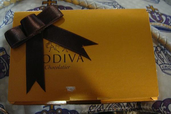 0410-4嘿嘿..受不了誘惑..在機場偷偷買了巧克力.JPG