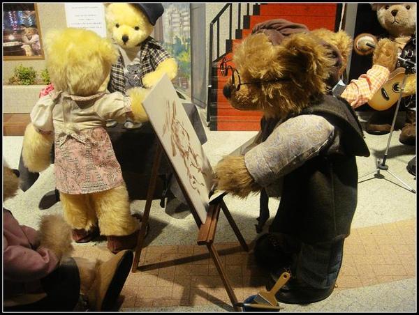 熊在畫畫.JPG