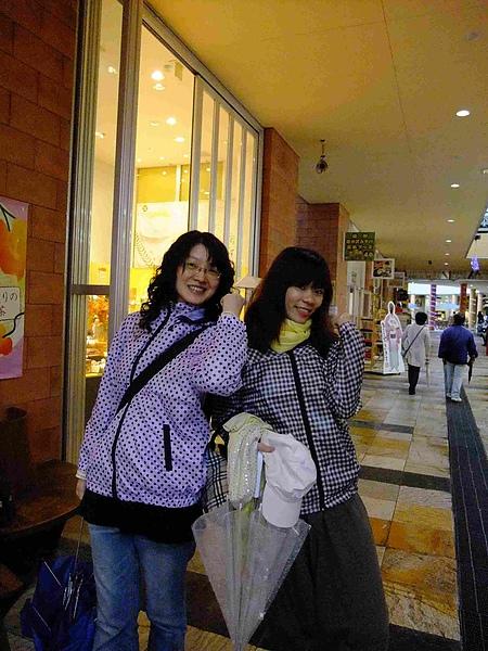 0725-買了外套完全復活的兩人組!.JPG