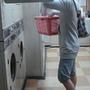 看到洗衣店...進去混充一下..洗衣服的人...ㄎㄎ