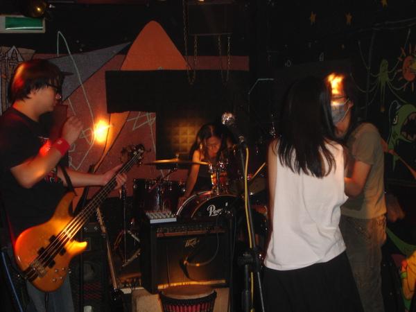 小路與樂團培養默契中
