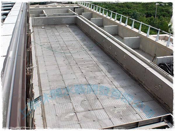 上群泳池規劃-2池底點焊鋼絲網鋪設.jpg