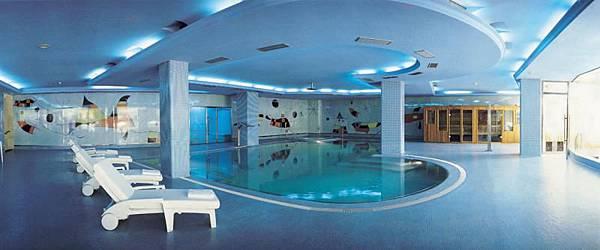 22414_SPA piscina sin gente apaisada