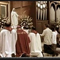 三一神教神職人員向聖母偶像下拜.jpeg