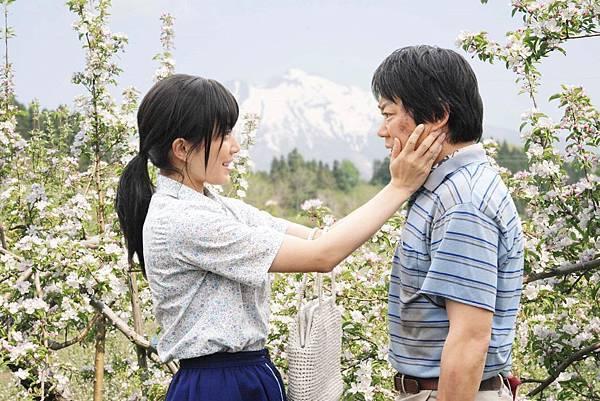 【這一生,至少當一次傻瓜】菅野美穗(左)阿部貞夫(右)飾演夫妻