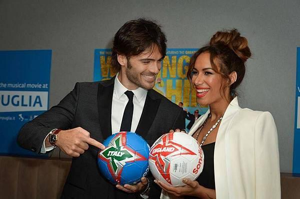 《舞力假期》左起朱力歐貝羅提里歐娜首映會上各自支持自己國家