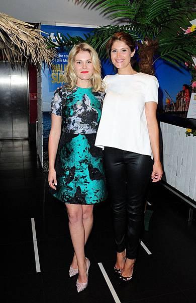 《舞力假期》漢娜亞特頓與親姊姊潔瑪亞特頓在首映會上