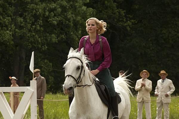 《瞞天殺機》珍妮佛勞倫斯騎馬英姿