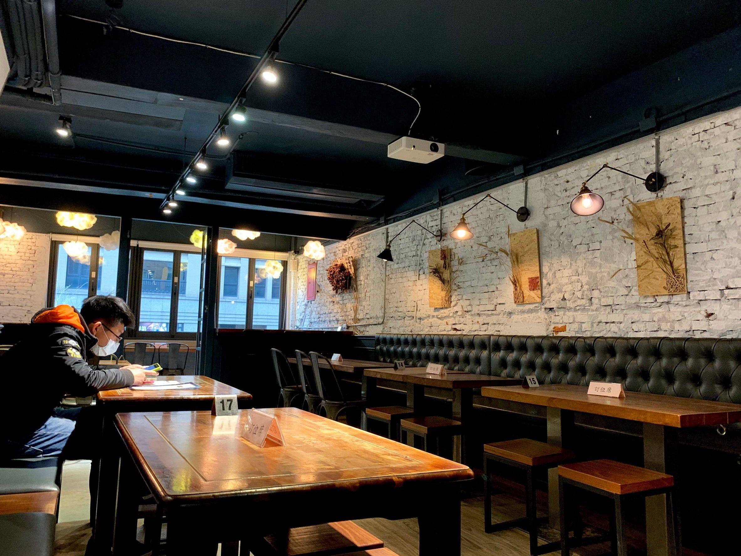 【新北板橋】G+9 鮮釀餐廳 三民店│下班小酌聊天就來這【不僅只是餐酒館,自有完整系統生產的專業酒廠】20種以上精釀啤酒、下酒菜等,包場聚會好所在!