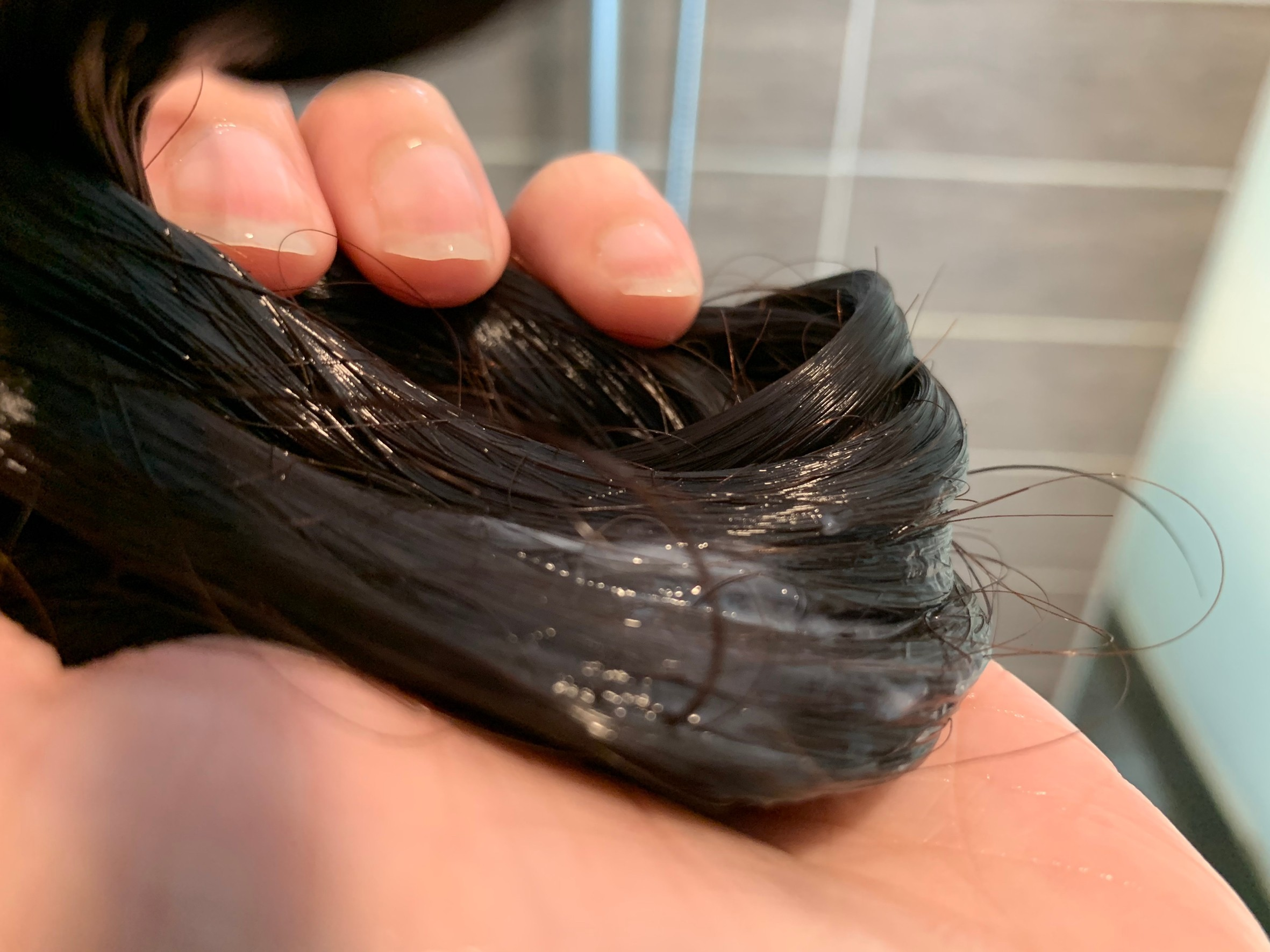 KOSÉ高絲爵戀Je l'aime│AMINO氨基酸系列髮品【18種胺基酸、高保濕海洋GL精華】受損乾燥速效修補,滋潤毛燥乾澀髮尾,還有新清迷人的花果香,洗完頭髮柔順保濕