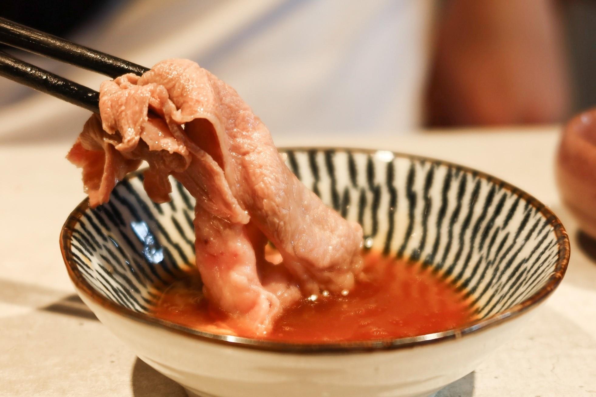 【新竹東區】山上走走無菜單料理│千元有找的日式海鮮精緻鍋物,頂級肉品與新鮮漁貨,還吃的到活體龍蝦、生食級天使紅蝦、A5黑毛和牛!