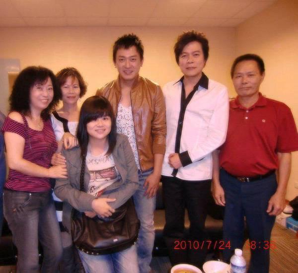 雲兒,王識賢,洪榮宏,和媳婦與親家大合照