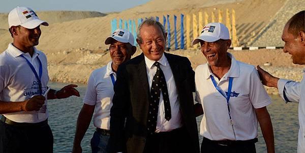 難民男童照撼動埃及富豪_買希臘2島收容難民1