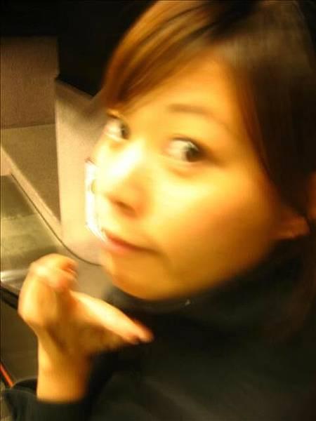 地鐵站手扶梯 照一張