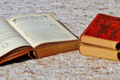 books-2728954__340.jpg