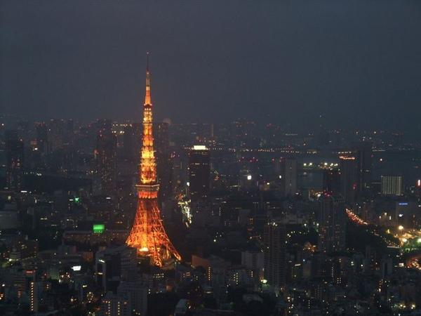 閃閃發亮的東京鐵塔.jpg