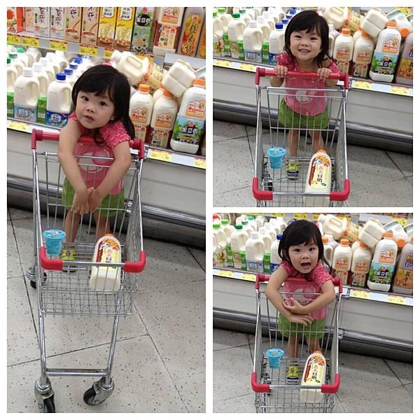 頂好超市的兒童手推車。妞好喜歡推,超開心。