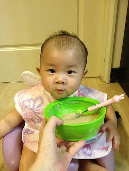 2014-06-25。。【9個月】紅蘿蔔豌豆莢粥+洋蔥炒豬肉