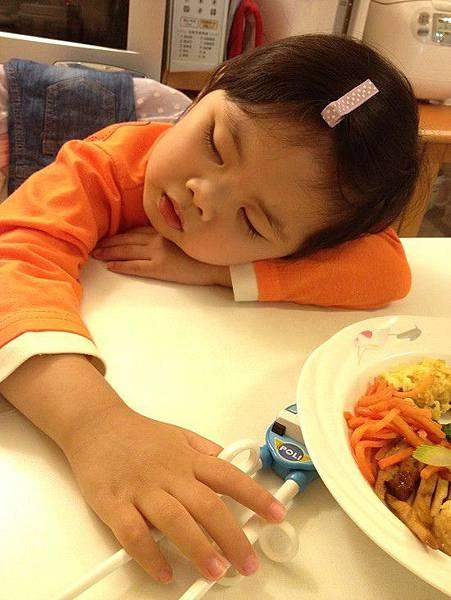 2014-10-21感冒生病,累到連吃飯都睡著了