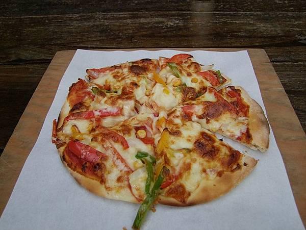 2014-11-10披薩超好吃的。。歐式青蔬口味。