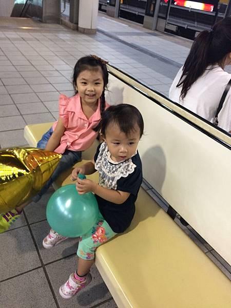 2015-08-06內湖典華成功分享會~~晚上10點30了,坐捷運回家囉