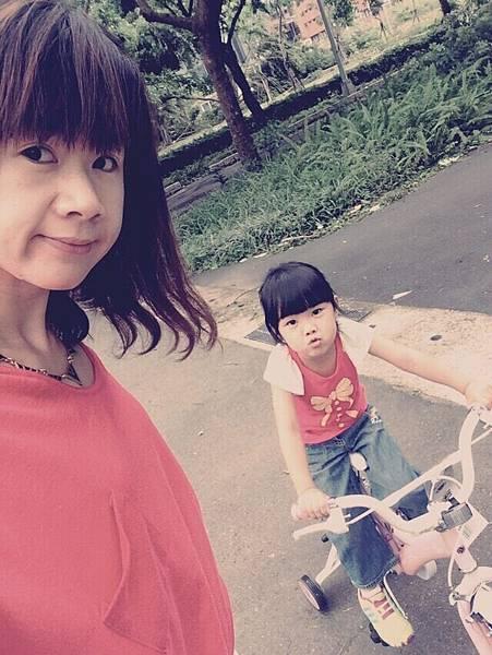 2015-08-10,正在到外面騎腳踏車囉。大安森林公園