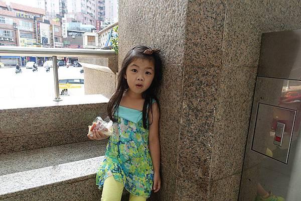 2015-08-15我們第一次去看舞台劇~~巧虎