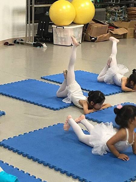 5Y8M~~妞妞的第一次芭蕾舞公演
