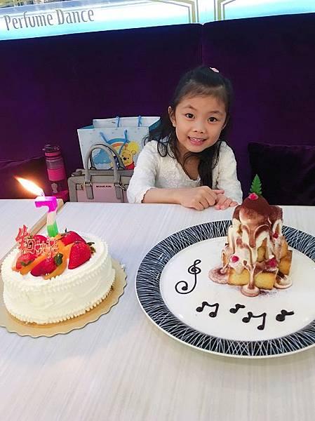 2017-12-03妞妞7歲生日提前慶祝