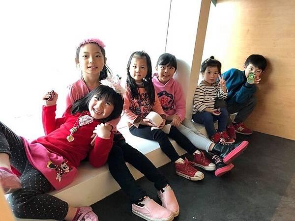 2018-02-28妞妞第一次溜冰趣