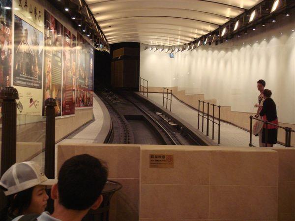 往太平山頂的隧道