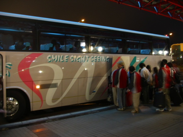 DAY1-16-'將要陪伴我門6天的巴士.jpg