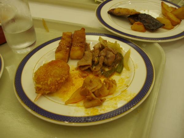 DAY1-19-晚餐BUFFET 餓壞了先拿再說