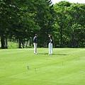 DAY2-021-一對夫婦正在打球.jpg