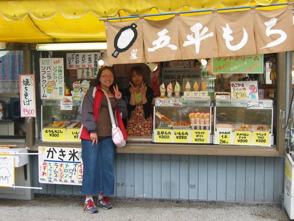 DAY2-033-支芴湖旁商店小姐超可愛.jpg