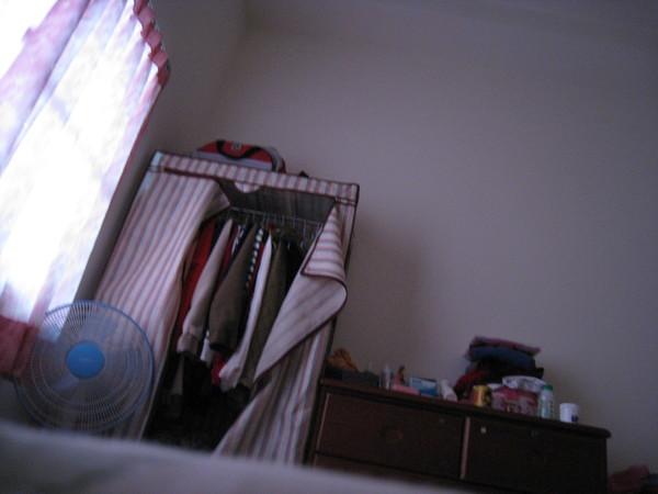 早上一起床就抓著新相機亂拍。。。