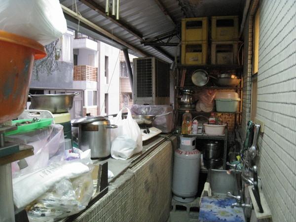 打工ㄉ廚房....超小!!只能一個人過...