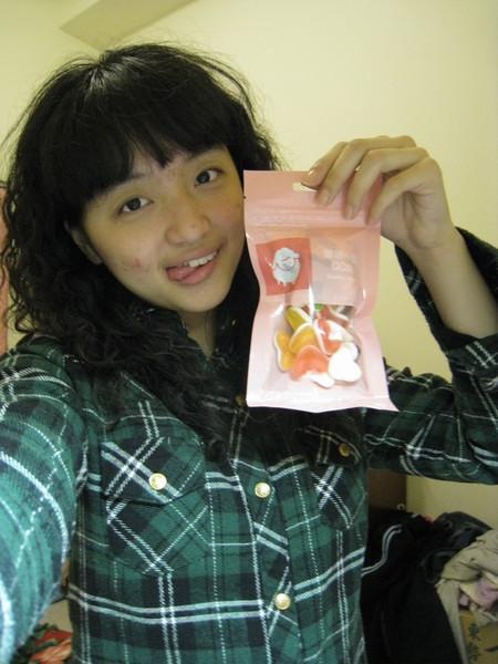 就是這一包啦~~不錯吃耶  甜甜的~~!