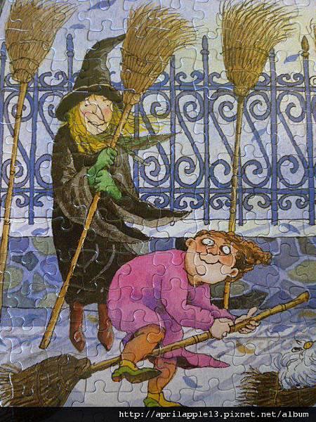 女巫和粉紅色衣服的胖女孩