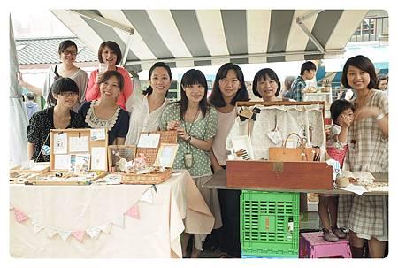 1010527-Simple market-01