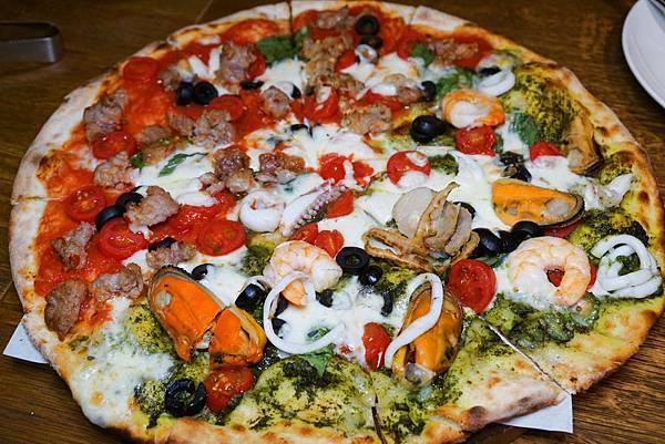 海陸雙醬披薩.jpg