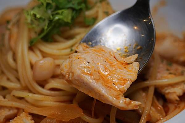 嫩嫩雞肉義大利麵2.jpg