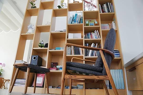 木質書櫃.jpg