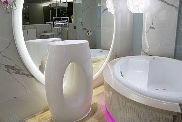 蛋型按摩浴缸2.jpg