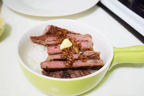牛肉蓋飯1.jpg