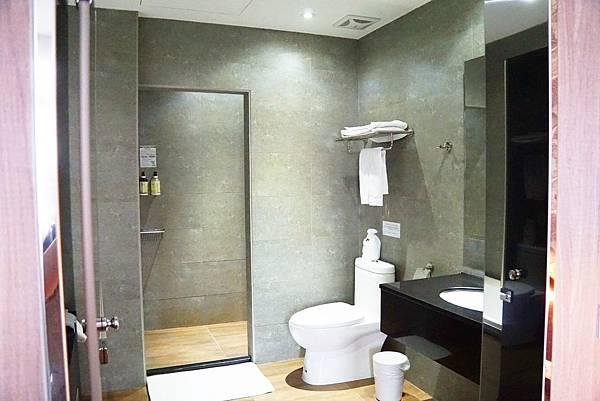 一大床附浴缸2.jpg