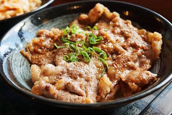 牛燒肉丼2.jpg