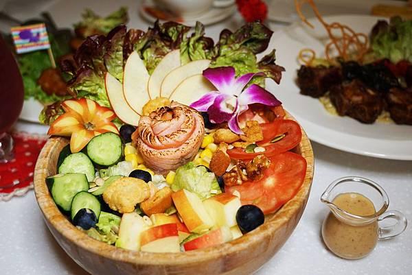 炙燒和風鮭魚生菜沙拉1.jpg