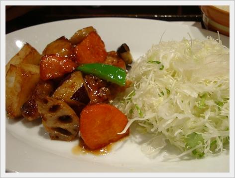 黑醋栗雞肉蔬菜定食2.JPG